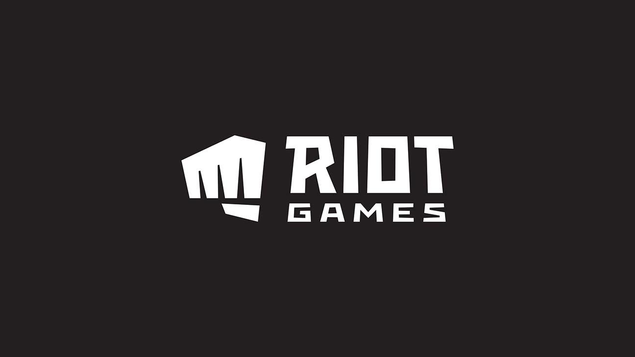 RIOT_PairedLogo_White_CMYK-league